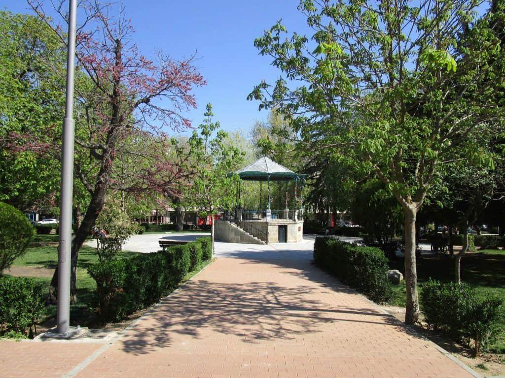 El Jardin del Recreo en Ávila cuenta con muchas zonas verdes para los niños.