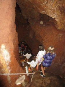 Las Cuevas del Águila están cerca de Arenas de San Pedro.