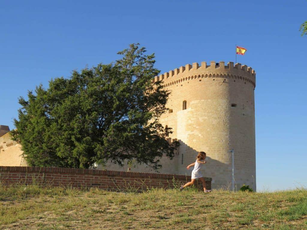 Visitar el castillo de Arévalo es siempre un aliciente para los niños.