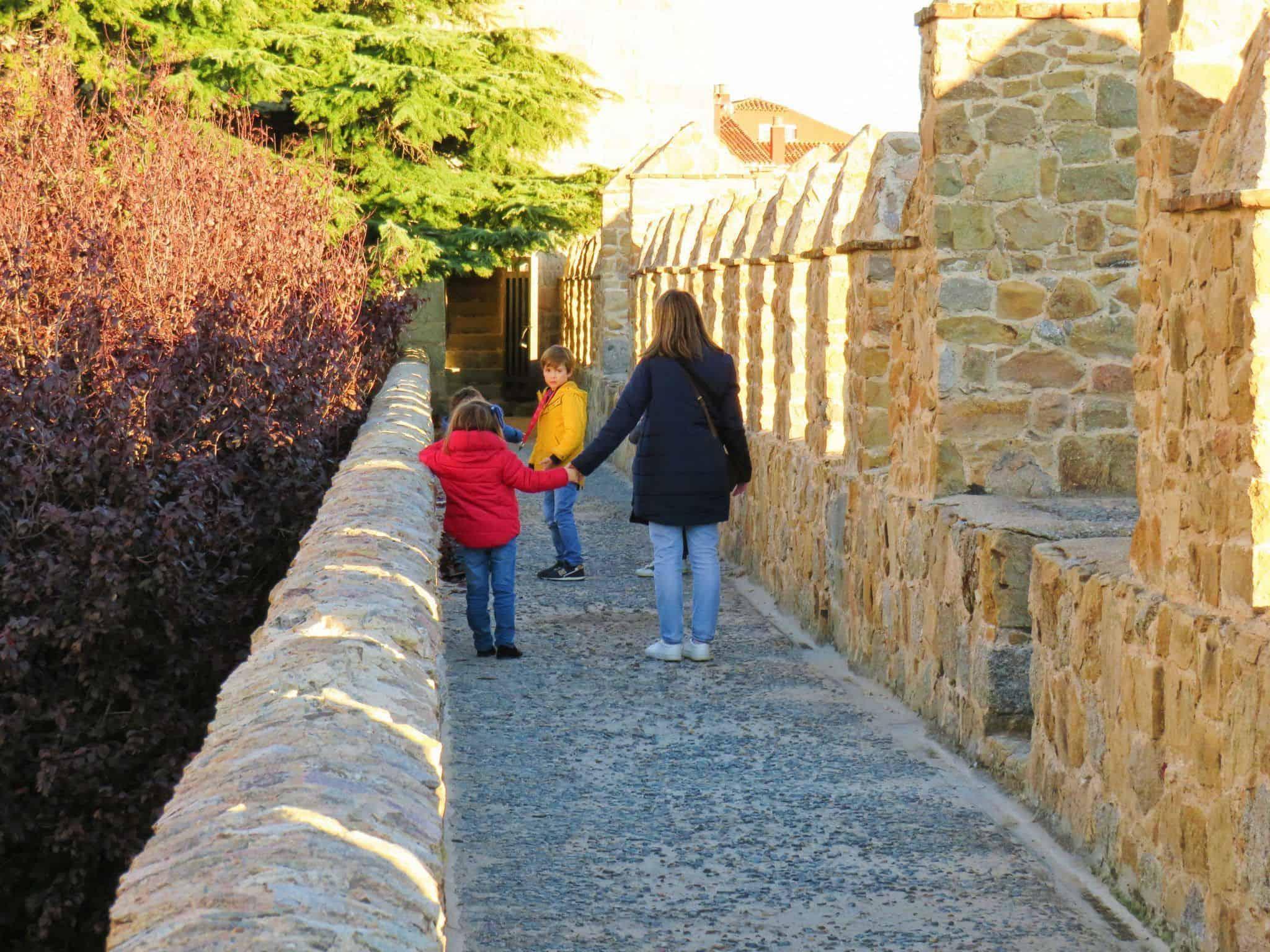Cinco cosas imprescindibles que hacer en Ávila. Subir a la Muralla