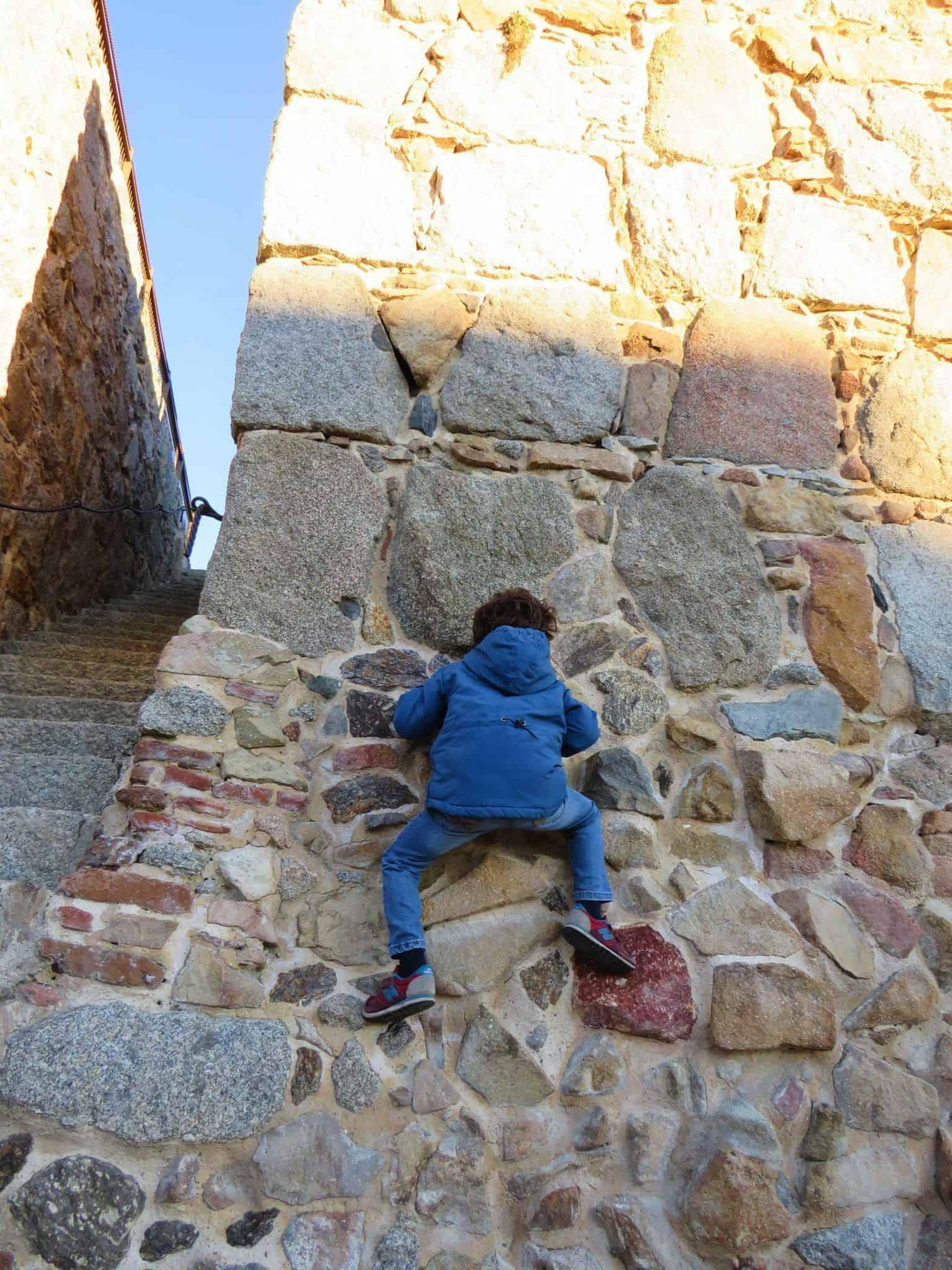 trepar por la Muralla de Ávila. Que ver en Ávila