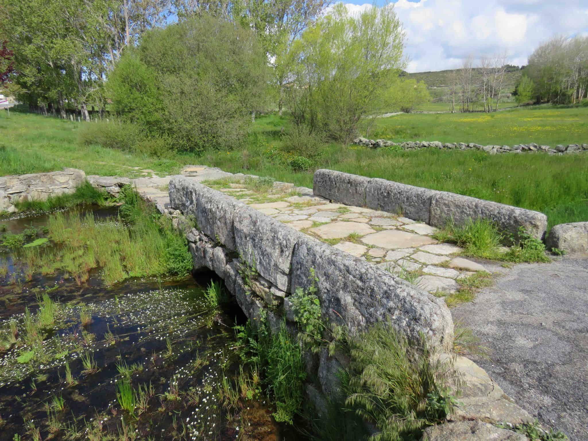 puente románico en Navarredonda de Gredos